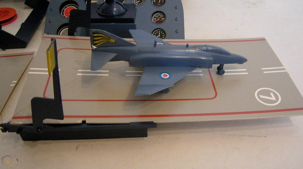vintage-1973-airfix-flight-deck-game_360_4fc410352fb44a12e7760b7e66c9a5afvvv